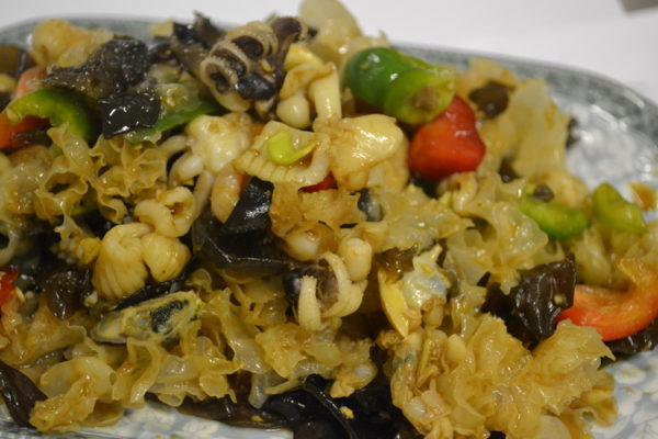 """Салат """"Морепродукты с белыми и чёрными грибами"""""""