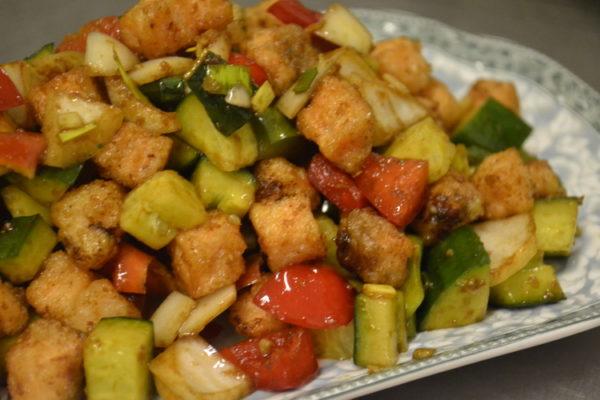 Салат с лососем с соевым вкусом