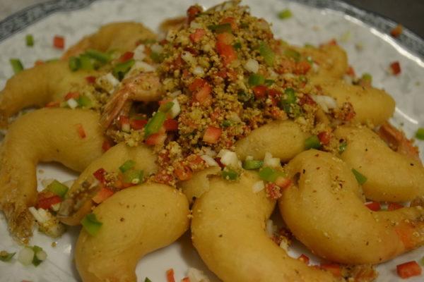 Crunchy tiger shrimps with sesame